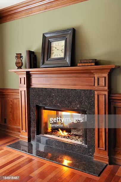 Traditionnelle cheminée en marbre