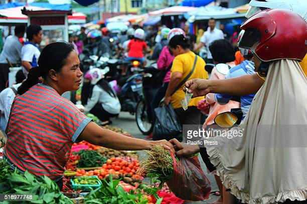 Traditional market activity in Pekanbaru Traders complained about the decline in their turnover in the last few months Decline in their turnover due...