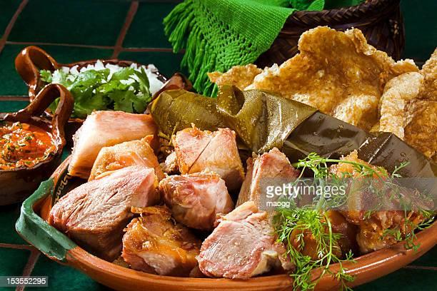 tradicional mexicana carnitas calientes - chicharrones fotografías e imágenes de stock
