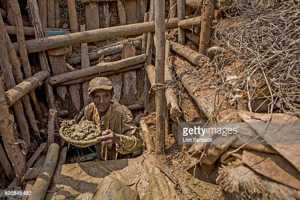 A traditional miner Jam'an hauls up mud while searching for diamonds in Cempaka village at Martapura also known as the City of Diamond on November 4...