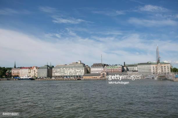 伝統的なオフィスビルに位置し、フィンランドのヘルシンキ港