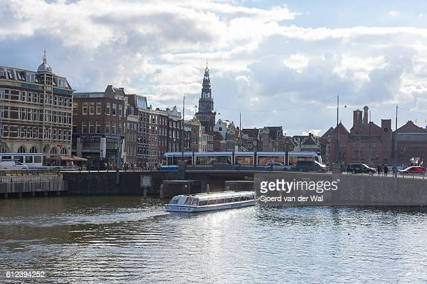 "traditional old buildings and tour boat at an amsterdam canal - ""sjoerd van der wal"" stock pictures, royalty-free photos & images"