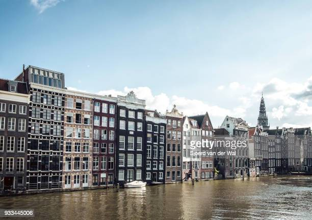 "traditional old buildings at a canal in amsterdam, the netherlands - ""sjoerd van der wal"" stock-fotos und bilder"