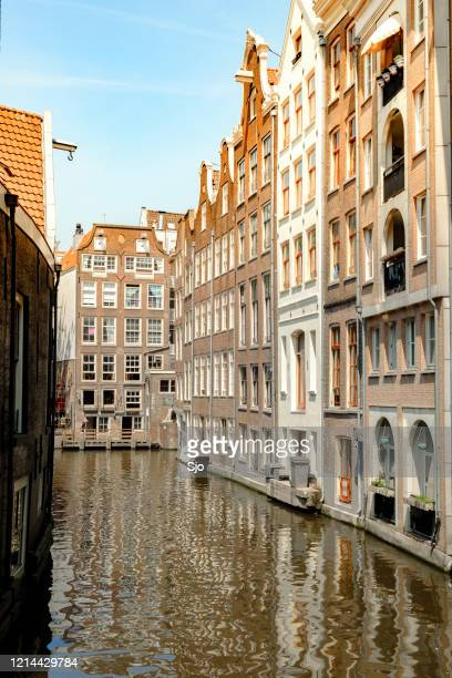 """traditional old canal houses next to the water in amsterdam, the capitol of the netherland - """"sjoerd van der wal"""" or """"sjo"""" stock pictures, royalty-free photos & images"""