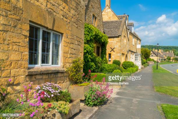 traditional old england.  high street houses, broadway, cotswolds, worcestershire; - worcestershire stock photos and pictures