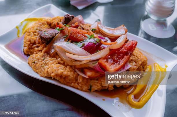 traditional peruvian tacu tacu - comida peruana fotografías e imágenes de stock