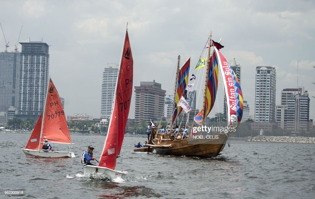 A traditional Philippine wooden boat known as 'balangay' sets sail from Manila to China on April 28, 2018. - Three identical wooden boats crafted from a centuries-old design set off from the Philippine capital for China on April 28 to retrace a historic trip by a Filipino sultan and showcase longstanding maritime ties.