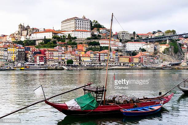 traditionnel rabelo sur le fleuve douro de porto, portugal - ogphoto photos et images de collection