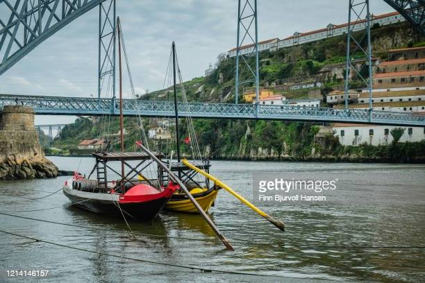 traditional rabelo boats on the river douro porto portugal - finn bjurvoll stock pictures, royalty-free photos & images