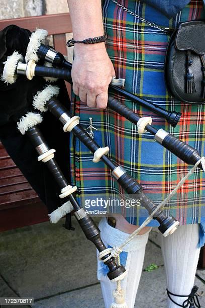 伝統的なスコットランド風のキルトとバグパイプ - プリンシズ通り ストックフォトと画像