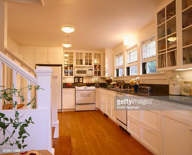traditional style kitchen with white cabinets - 20世紀 ストックフォトと画像