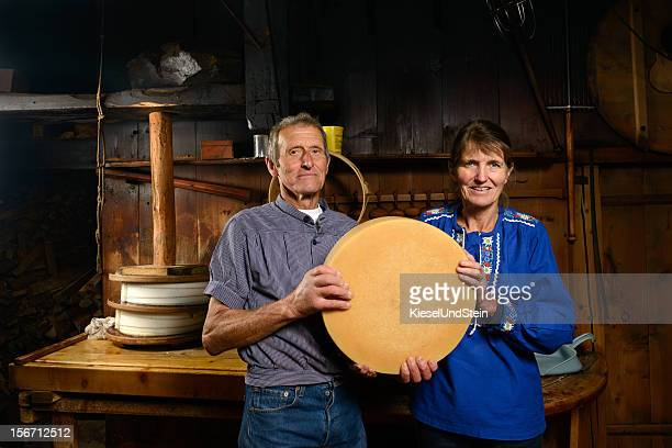 Fabrication du fromage suisse traditionnel