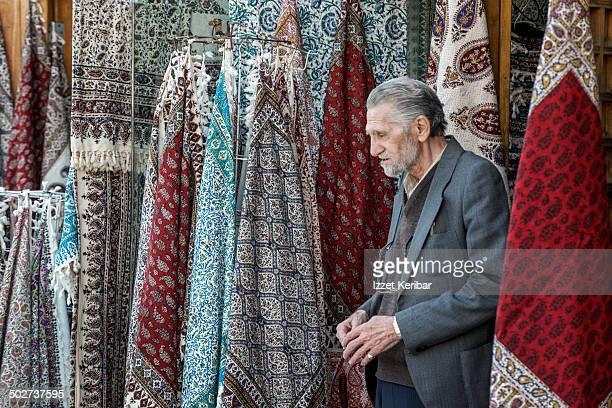 traditional wares at esfahan grand bazaar - エスファハーン グランドバザール ストックフォトと画像