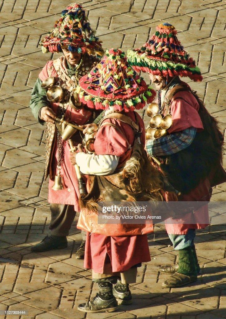 Traditional water sellers in Jemaa el-Fnaa square in Marrakech, Morocco : Foto de stock