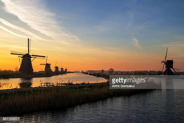 traditional windmills at sunrise, kinderdijk - キンデルダイク ストックフォトと画像