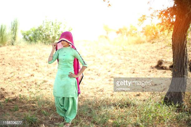 traditional women standing in desert, rajasthan - salwar kameez stock pictures, royalty-free photos & images