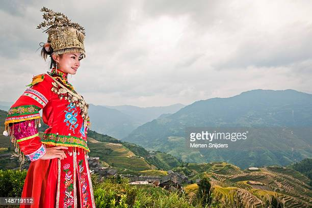 traditionally dressed young chinese woman at longji terrace. - merten snijders stock-fotos und bilder