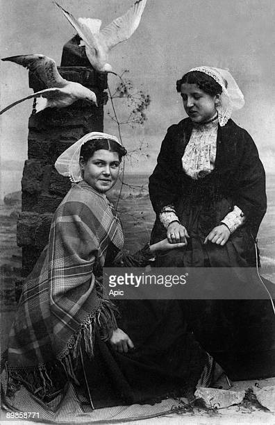 Traditionnal costums of Perros Guirec et Ploumanach postcard c 1909