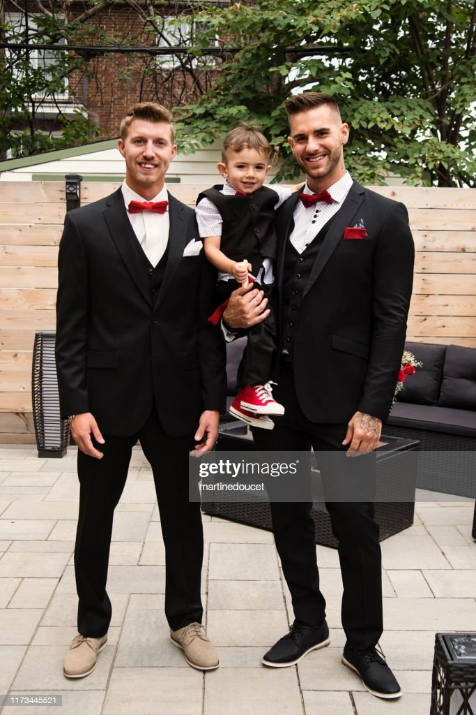Traditionnal portrait of millenial groom with son and best man before wedding. : Stock Photo