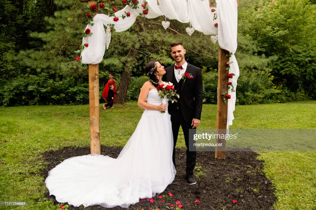 Traditionnal wedding portrait of millennial couple outdoors. : Stock Photo