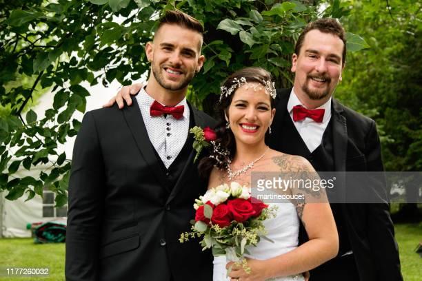 "retrato de boda tradicional de pareja milenaria al aire libre. - ""martine doucet"" or martinedoucet fotografías e imágenes de stock"