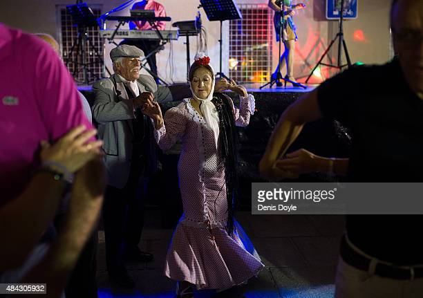 A tradtiional 'chulapos' couple dance in the historic La Latina neighbourhood during the Fiestas de la Paloma on August 14 2015 in Madrid Spain The...