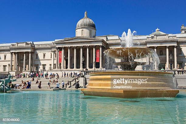 trafalgar square, fountain and national gallery, london, england. - national gallery london stock pictures, royalty-free photos & images