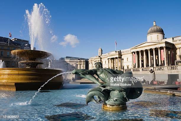 trafalgar square fountain - トラファルガー広場 ストックフォトと画像