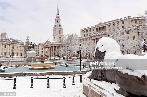 trafalgar square in winter snow, london, england, united kingdom, europe - alan copson stock pictures, royalty-free photos & images