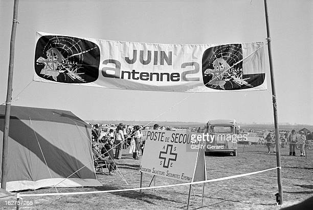 3500 Cars Have Simulated A Jam At The Instigation Of Radio France And Secretary Of State For Tourism A Epernay le 12 avril 1976 15 000 personnes dans...