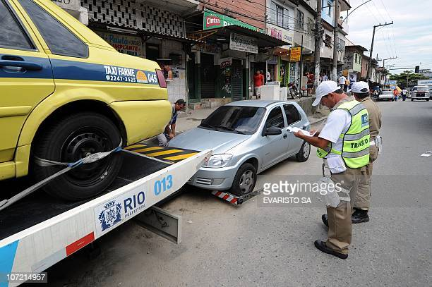 Traffic agents fine cars at Morro do Alemao shantytown entrance on November 30 2010 in Rio de Janeiro Brazil A total of 37 people were killed 130...