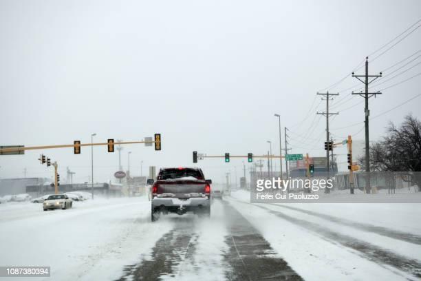 traffic and city street at fargo, north dakota, usa - fargo north dakota stock pictures, royalty-free photos & images