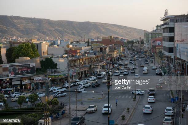 traffic and landscape in dohuk, iraq - iraq stock pictures, royalty-free photos & images