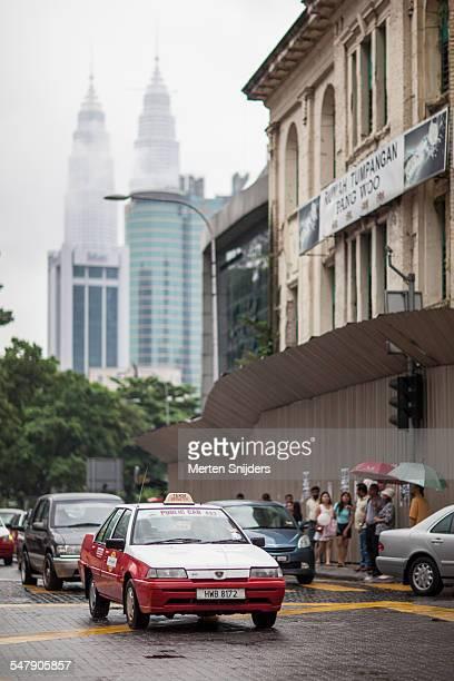 traffic around colonial buildings - merten snijders stockfoto's en -beelden