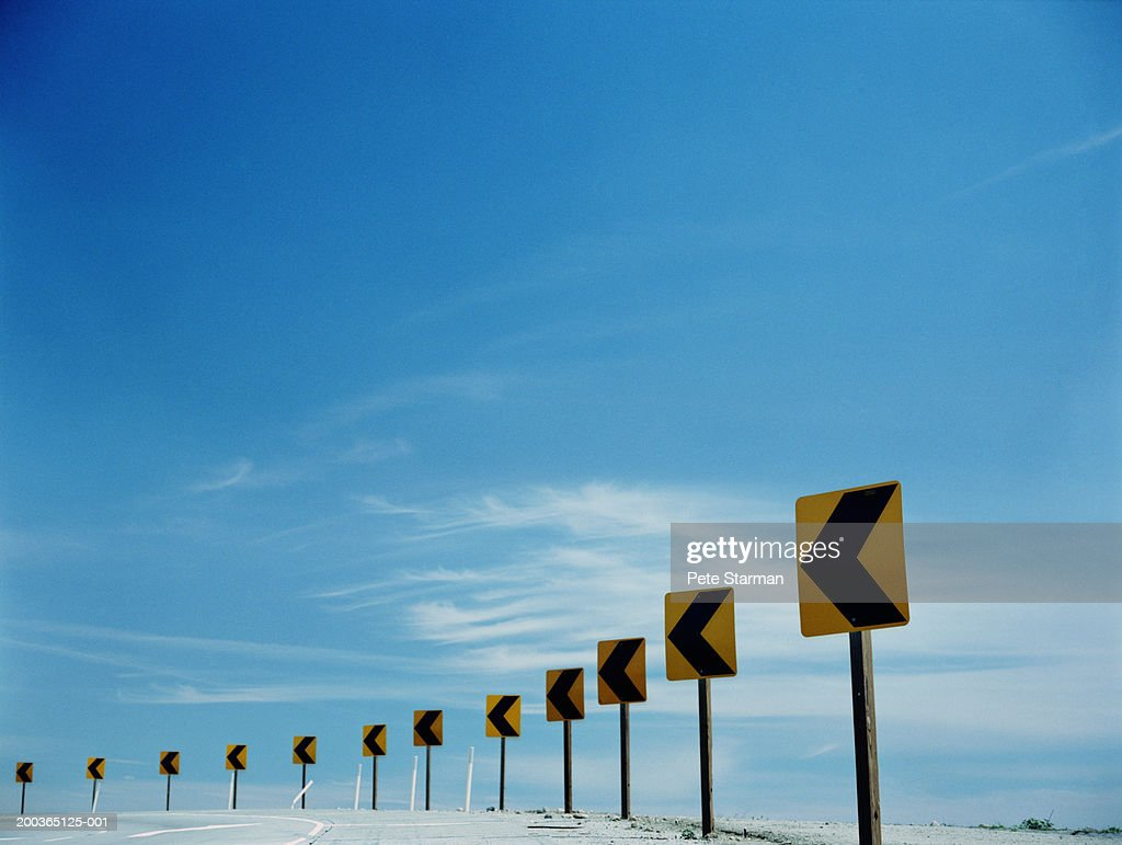 Traffic arrows around bend in round : Stock Photo