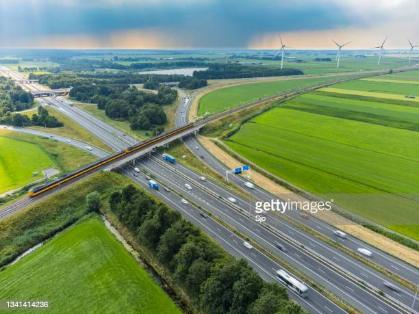 """traffic at a highway junction in with storm clouds in the background - """"sjoerd van der wal"""" or """"sjo"""" stock pictures, royalty-free photos & images"""