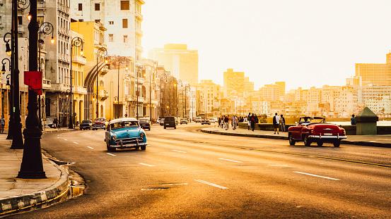 Traffic at Malecon, Havana, Cuba - gettyimageskorea