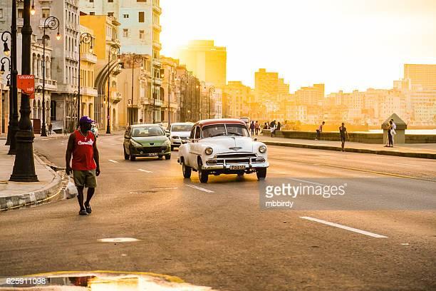 Traffico sul Malecon, L'Avana, Cuba