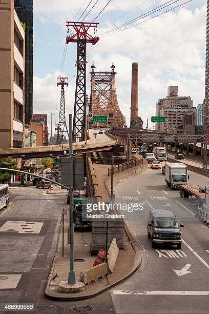 traffic at queensborough bridge - merten snijders stockfoto's en -beelden