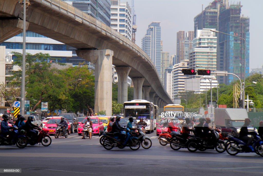 Traffic at Sala Deang Junction. : ニュース写真
