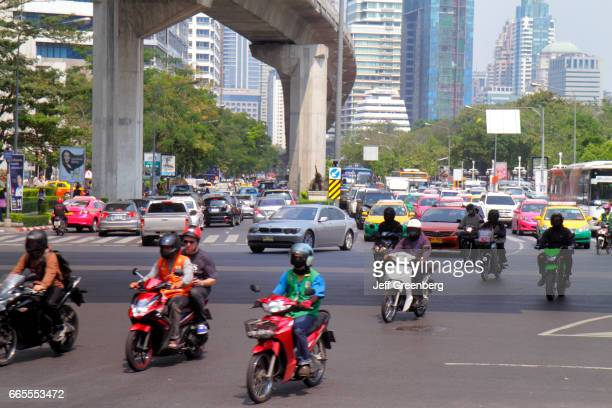 Traffic at Sala Deang Junction.