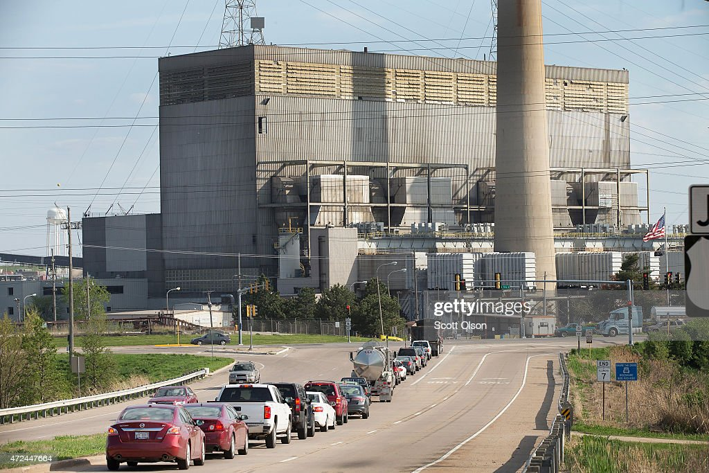 Traffic backs up at an intersecton in front of NRG Energy's Joliet Station power plant on May 7, 2015 in Joliet, Illinois. According to scientists, global carbon dioxide (CO2) concentrations have reached a new monthly record of 400 parts per million, levels that haven't been seen for about two million years. The Environmental Protection Agency (EPA) reports the combustion of fossil fuels to generate electricity is the largest single source of CO2 emissions in the United States, followed by the burning of fossil fuels for transportation.