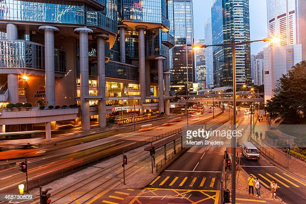 traffic below lippo center - merten snijders stockfoto's en -beelden