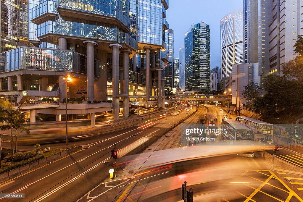 Traffic below Lippo Center : Stockfoto