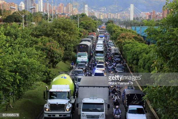 traffic congestion - vehículo terrestre fotografías e imágenes de stock