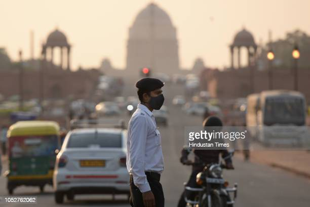 A traffic cop wears mask to protect himself from the pollution as he manages traffic at Rajpath on October 22 2018 in New Delhi India Air pollution...