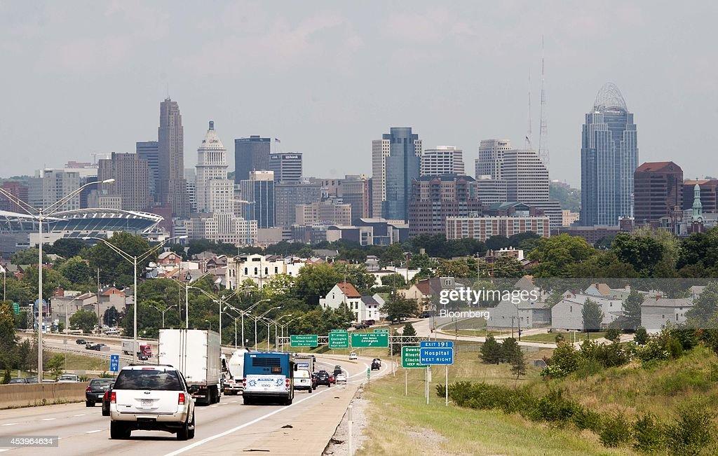 Cincinnati Overviews Ahead of U.S. Economy Expansion : News Photo