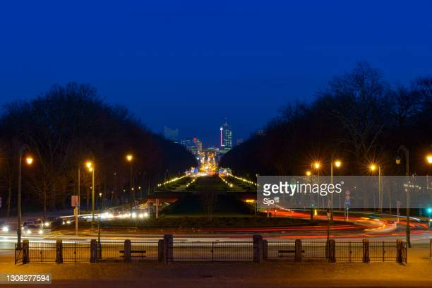 """traffic during the evening rush hour in brussels - """"sjoerd van der wal"""" or """"sjo"""" stock pictures, royalty-free photos & images"""
