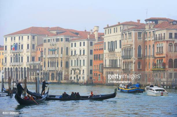 traffic in grand canal,venice. - emreturanphoto stock pictures, royalty-free photos & images