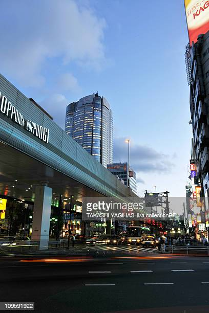 traffic in roppongi, tokyo prefecture, honshu, japan - roppongi hills stock pictures, royalty-free photos & images